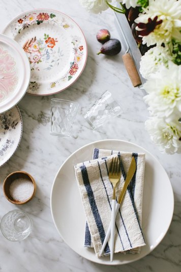 Colorful-Dishes-for-an-Eclectic-Tablescape
